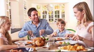 ארוחת ערב משפחתית בריאה