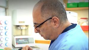 """ירון רושיחוצקי, מנכ""""ל """"בידי אומן - טכנולוגיות טכנאות שיניים"""". B144, צילום מסך"""