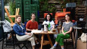 """מנהלות תוכנית """"מסעדות בסולדיריות"""", מסעדת """"אייבי"""", תל אביב. ראובן קסטרו"""