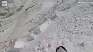 תיעוד של גולש מתוך מפולת שלג. Maurice Kervin (@shreadsauce), צילום מסך