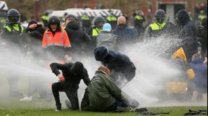 הפגנה באמסטרדם נגד הסגר, הולנד. 24 בינואר 2021. רויטרס