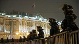 שוטרים בעיר סנט פטרסבורג, רוסיה, במהלך הפגנת תמיכה באלכסיי נבלני, 3 בפברואר 2021. רויטרס