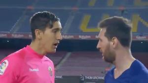 שוער אלצ'ה אדגר באדיה מול ליאונל מסי, שחקן ברצלונה. מתוך שידור הטלוויזיה, צילום מסך