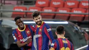ג'רארד פיקה חוגג עם שחקני ברצלונה. David Ramos, GettyImages
