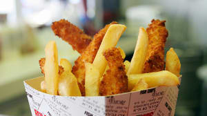 "fish chips &more באבן גבירול ת""א (רותם דרוב)"