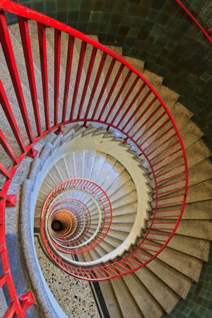 מיוחדים יומנו של מנקה: השיטות המנצחות לקרצוף חדר מדרגות - וואלה! בית ועיצוב WP-32