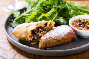מושלמת לארוחת שבת, וגם אחריה: הפסטייה המרוקאית של מסעדת שיינע