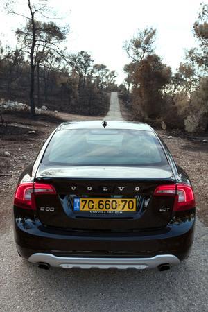 מודרניסטית מבחן דרכים: וולוו S60 החדשה. איזו מין שוודית את? - וואלה! רכב VR-49