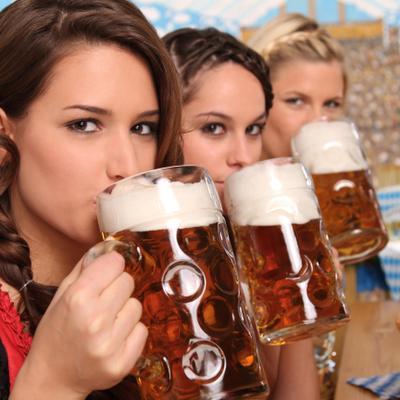 נשים שותות בירה