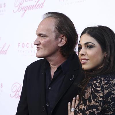 דניאלה פיק (ימין) קוונטין טרנטינו (שמאל) באירוע בלוס אנג'לס, יוני 2017