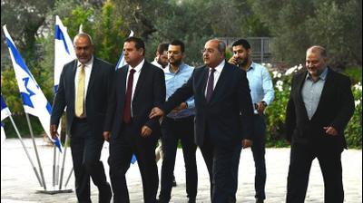 איימן עודה, אחמד טיבי וחברה הרשימה המשותפת מגיעים לבית הנשיא, 22 בספטמבר 2019