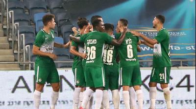 שחקני מכבי חיפה חוגגים את השער של יובל אשכנזי