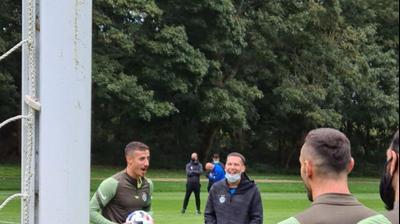 דולב חזיזה עם מאמן מכבי חיפה ברק בכר