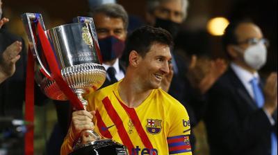 ליאונל מסי חוגג את הזכייה של ברצלונה, גביע המלך. רויטרס