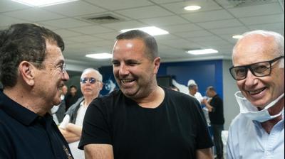 שחקן העבר רן בן שמעון עם מנהל הנבחרת ישראל שצ'וצ'ינסקי, מפגש נבחרת הנערים 1987. יותם רונן