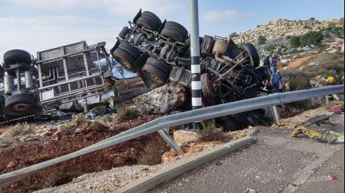 משאית התהפכה בצפון בסמוך למעלות, הנהג נהרג. 30 לאוקטובר 2015