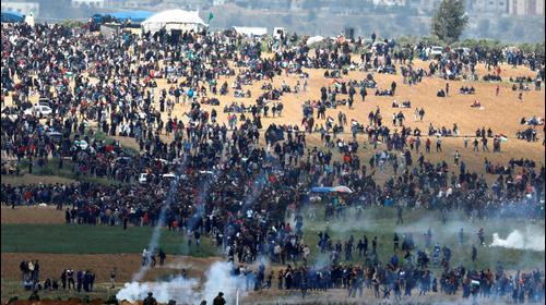 ירי גז מדמיע לעבר מפגינים בגבול רצועת עזה, 30 במרץ 2018. רויטרס