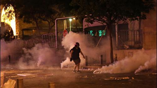 עימותים מחוץ לבניין הפרלמנט בביירות, לבנון, 7 באוגוסט 2020