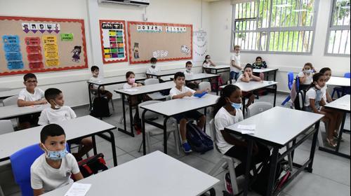 """פתיחת שנת הלימודים תשפ""""א בבית ספר שיפר, פתח תקווה, 1 בספטמבר 2020 (צילום: ראובן קסטרו)"""
