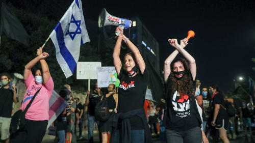 מאות מפגינים מול מעון ראש הממשלה ברחוב בלפור בירושלים כמחאה על הגבלת ההפגנות בסגר. 30 בספטמבר 2020