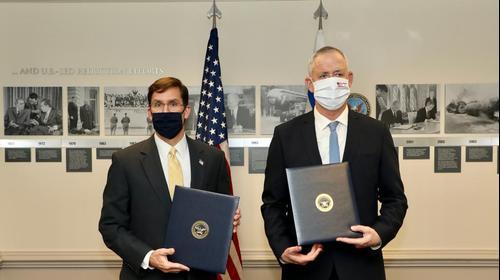שר הביטחון בני גנץ ומקבילו האמריקאי מארק אספר בפנטגון 22 באוקטובר 2020