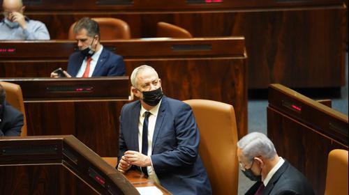ראש הממשלה, בנימין נתניהו ושר הביטחון, בני גנץ במהלך מליאת הכנסת 2 בדצמבר 2020