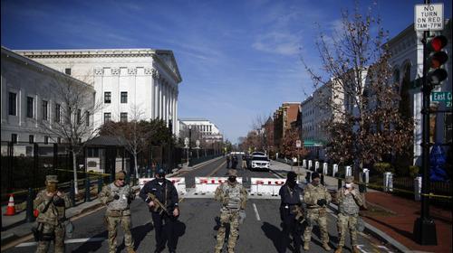 חיילי המשמר הלאומי בארצות הברית נפרסים בוושינגטון לפני השבעת ג'ו ביידן לנשיאות 16 בינואר 2021. רויטרס