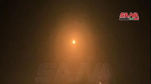דיווח בסוריה: מערכות ההגנה האווירית הופעלו נגד תקיפה ישראלית בדמשק. 15 בפברואר 2021. סאנא, אתר רשמי
