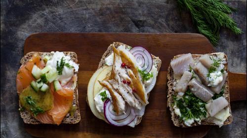Бутерброды с рыбой. ShutterStock