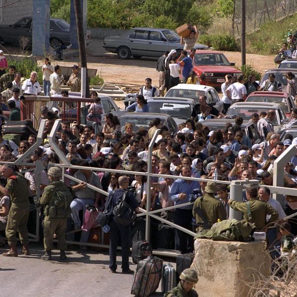 """אנשי צד""""ל בגבול ישראל לאחר הנסיגה מלבנון, מאי 2000"""
