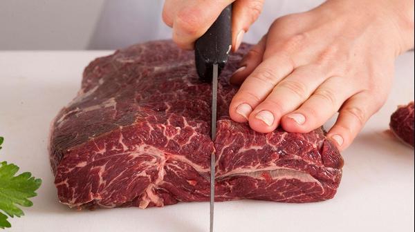 הכנת בשר לביף בורגיניון
