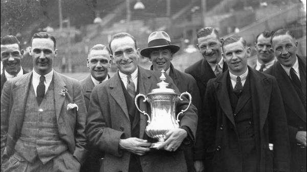 ארסנל זוכה בתואר גביע אנגלי בשנת 1930