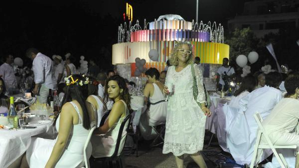 מאירועי לילה לבן: ארוחה בלבן, כיכר דיזנגוף. יוני 2015