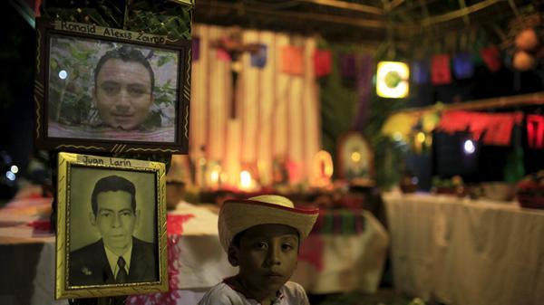 """חגיגת """"לוס קנצ'ואלס"""" בנאהויזלקו, אל סלבדור, לרגל """"ליל כל הקדושים"""", 1 בנובמבר 2015"""