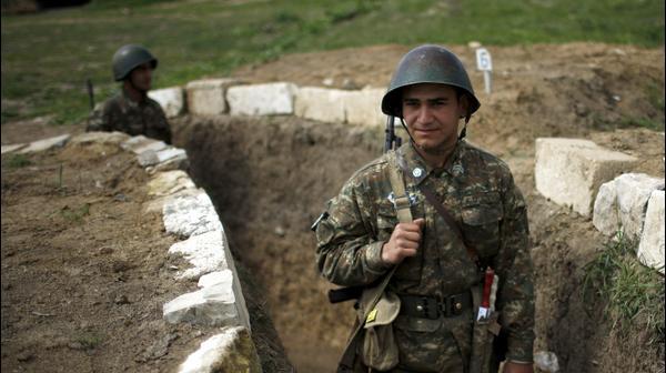 חיילי צבא נגורנו-קרבאך באזור מרטקארט, אזרבייג'ן, 5 באפריל 2016