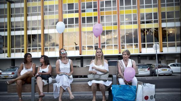 """""""פיקניק בלבן"""", חגיגות ערב הלילה הלבן בתל אביב. 29 ביוני 2016"""