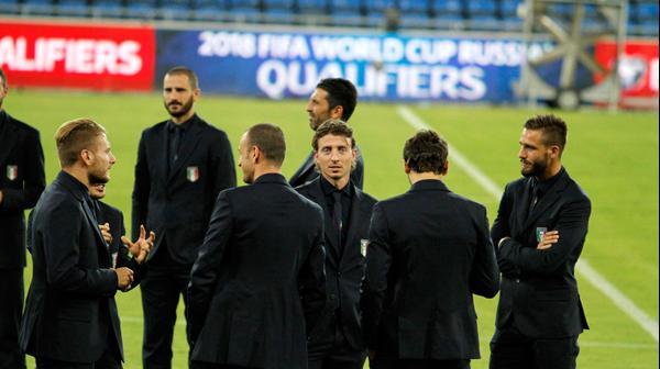 שחקני נבחרת איטליה צ'ירו אימבולה עם ריקרדו מונטליביו