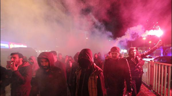 מתנגדי ארדואן מפגינים באיסנבול לאחר תוצאות משאל העם, 17 באפריל 2017