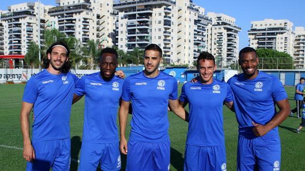 ז'והאן מרסיאל (מימין), עודד אלקיים, לוטם זינו, רישאר סומא, יובל שבתאי שחקני מכבי פתח תקוה החדשים
