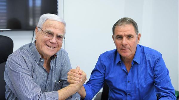 אלי גוטמן מאמן מכבי חיפה עם יעקב שחר
