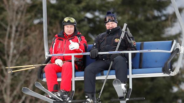 נשיא רוסיה ולדימיר פוטין ונשיא בלארוס אלכסנדר לוקשנקו עושים סקי במדרונות סוצ'י, רוסיה 13 פבואר 2019.