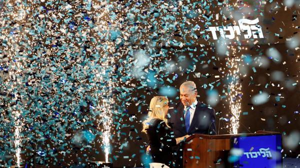 ראש הממשלה בנימין נתניהו ורעייתו שרה חוגגים במטה הליכוד, 9 באפריל 2019