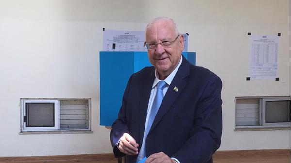 """הצבעתו של נשיא המדינה, ראובן (רובי) ריבלין, בבית הספר """"יפה נוף"""", רחוב התומר 5, שכונת בית הכרם, ירושלים, 17 בספטמבר 2019"""