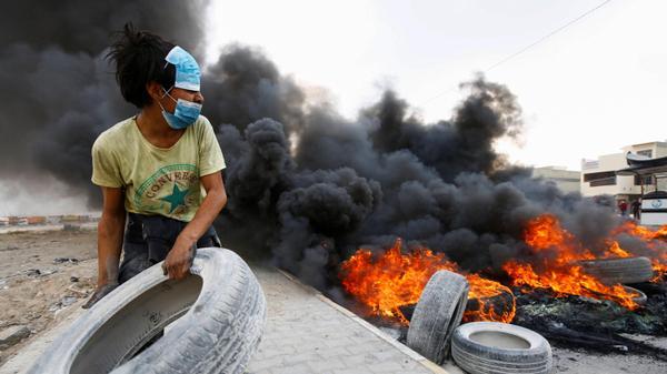 מוסיף עוד צמיג למדורה- הפגנות נגד המשטר בנג'ף, עיראק