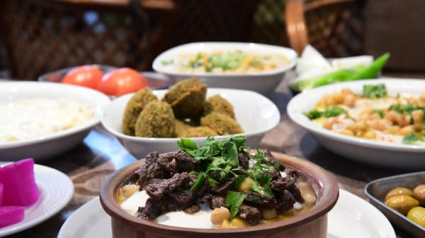 """מסעדת """"אל קלחה"""" בתל אביב"""