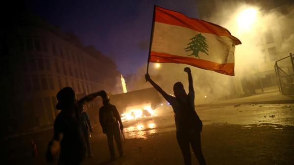 הפגנה בביירות כנגד הממשל כמה ימים לאחר הפיצוץ העז שפקד את המדינה והוביל לאסון כבד 8 באוגוסט 2020