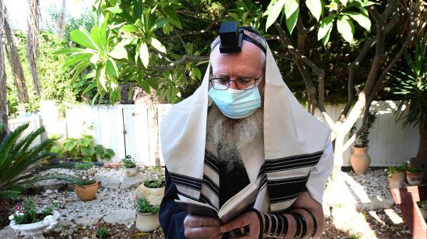 """תפילות במרחבים פתוחים בכפר חב""""ד בהתאם להגבלות הקורונה 25 בספטמבר 2020"""