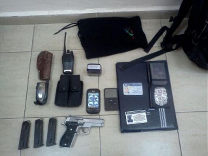 מגניב ביותר חשד: התחזה לשוטר ונתפס עם אקדח ותעודה מזויפת - וואלה! חדשות RS-53
