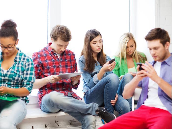 Картинки по запросу סטודנטים עם סמארטפונים