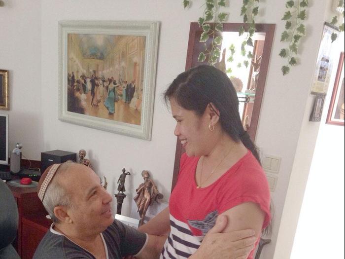 Картинки по запросу מטפלת פיליפינית ישראל